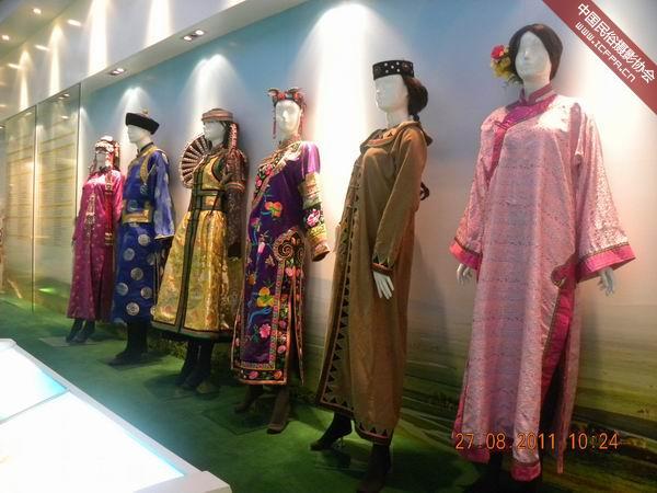 蒙古族服饰图片